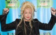 Celebrities with Psoriasis: Cindi Lauper